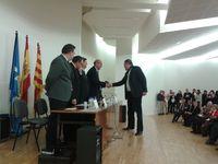 Alfonso Gómez recibe el premio de la Facultad de Educación